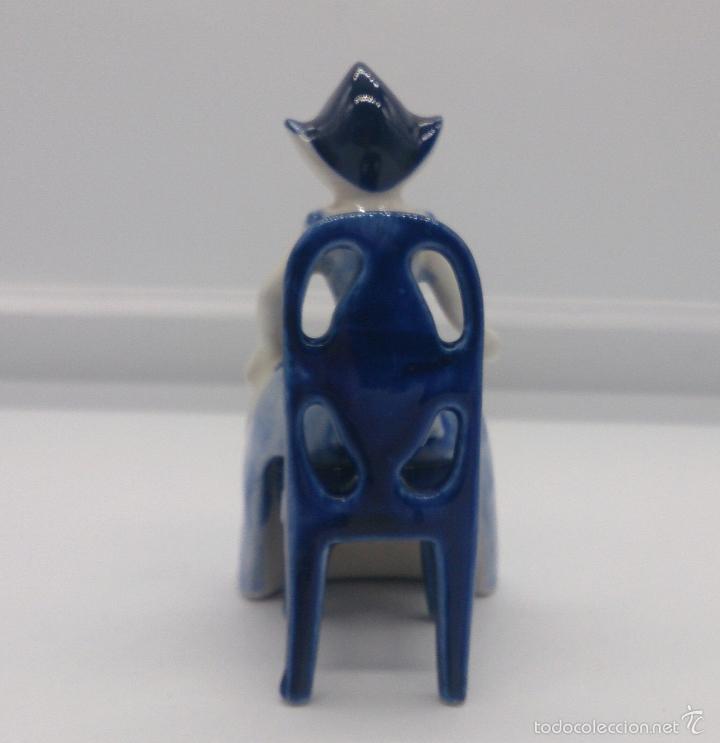 Antigüedades: Bella figura en porcelana Holandesa Delft Blue ( Doncella Holandesa Tradicional sentada ) . - Foto 3 - 57476777