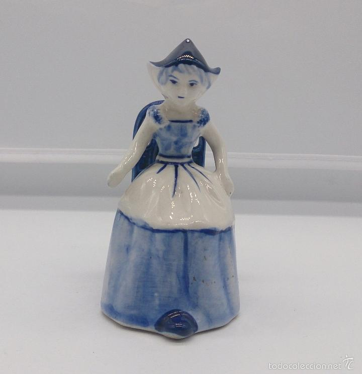 Antigüedades: Bella figura en porcelana Holandesa Delft Blue ( Doncella Holandesa Tradicional sentada ) . - Foto 5 - 57476777
