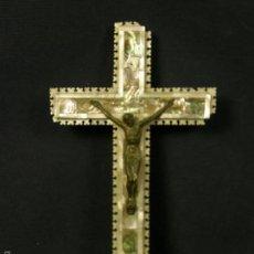 Antigüedades: CRUCIFIJO MADERA OLIVO NACAR HALIOTIS CRISTO METAL TROQUELADO VIA CRUCIS ESTACIONES BETHLEHEM 26X15,. Lote 112856682