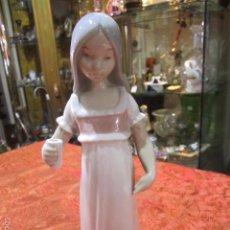 Antigüedades: NIÑA CON VASO DE PORCELANA REX. 23 CMS. ALTURA.. Lote 57485418
