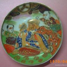 Antigüedades: ANTIGUO PLATO PEQUEÑO PORCELANA JAPONESA -DECORACIÓN EN RELIEVE PINTADO A MANO -MARCA EN BASE JAPON-. Lote 57505909