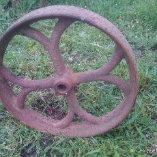 Antigüedades: UNA RUEDA ANTIGUA DE HIERRO FUNDIDO INDUSTRIAL. Lote 57541634