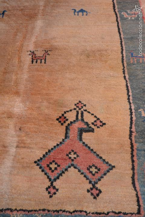 Antigüedades: Alfombra persa Gabbeh. Medidas: 2,30 x 1,73 m. Lana anudada a mano. - Foto 2 - 57548326