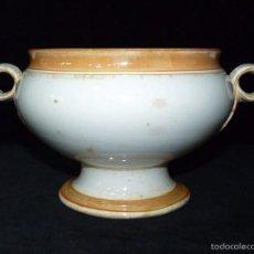 Antigüedades: PEQUEÑA Y ANTIGUA SOPERA DE LOZA PARA CONSOMÉ. CIRCA 1900. Lote 57549966