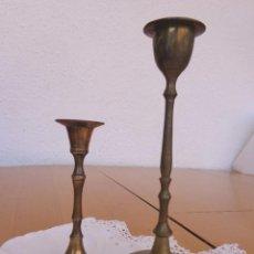 Antigüedades: 2 PEQUEÑOS PORTAVELAS DE BRONCE - ALTURA 15,5 CM Y 10 CM . Lote 57564730