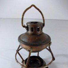 Antigüedades: PEQUEÑO QUINQUE EN METAL PARA DECORACION. Lote 57579640