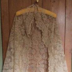 Antigüedades: MANTILLA DE TRES PICO CREMA.. Lote 57580296