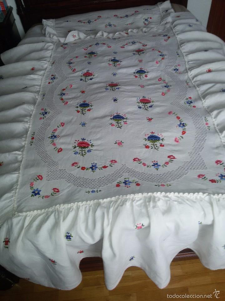 Antigua colcha blanca de lino bordada para cam comprar for Colcha blanca cama 150