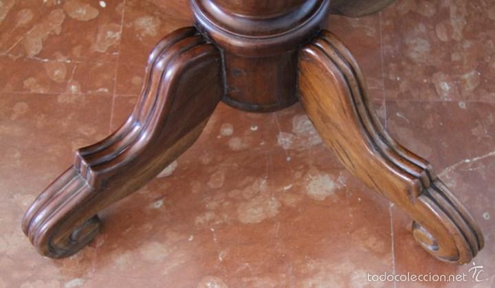 Antigüedades: PIE DE MESA EN MADERA NOBLE - COLUMNA CENTRAL TORNEADA PATAS LABRADAS - CONSISTENTE ROBUSTA - Foto 4 - 148413933