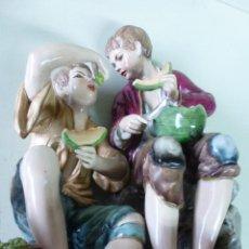Antigüedades - Conjunto de dos figuras porcelana alemana, Niños mendigos comiendo melón - 57619792