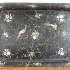 Antigüedades: BANDEJA DE SERVICIO. METAL ESMALTADO. ESTILO ISABELINO. INCRUSTACIONES EN NACAR. SIGLO XIX. . Lote 57636165