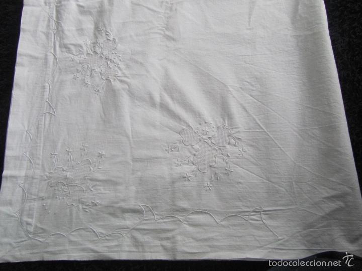 Antigüedades: Sábana con bordados + funda de almohada Cama de uno veinte - Foto 3 - 146525908