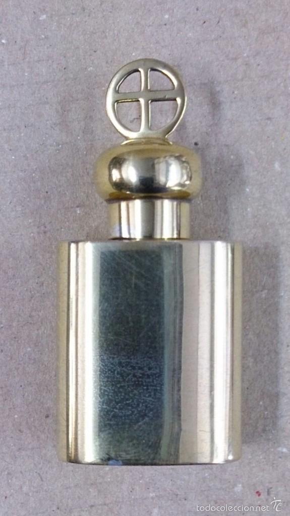 Antigüedades: Crismera o recipiente para los santos oleos en plata dorada con caja original - Foto 3 - 126574124