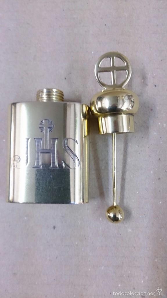 Antigüedades: Crismera o recipiente para los santos oleos en plata dorada con caja original - Foto 4 - 126574124