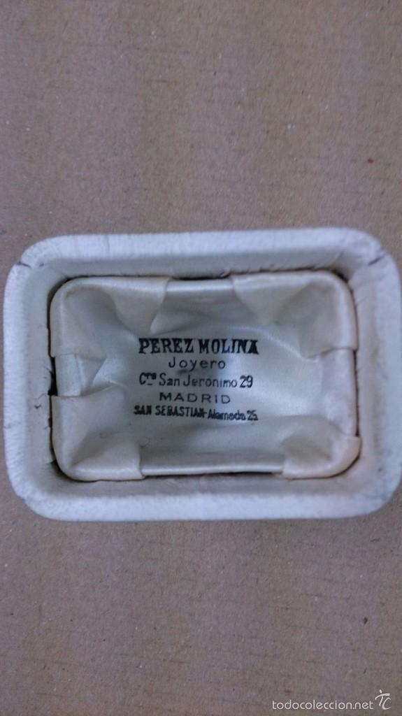 Antigüedades: Crismera o recipiente para los santos oleos en plata dorada con caja original - Foto 10 - 126574124