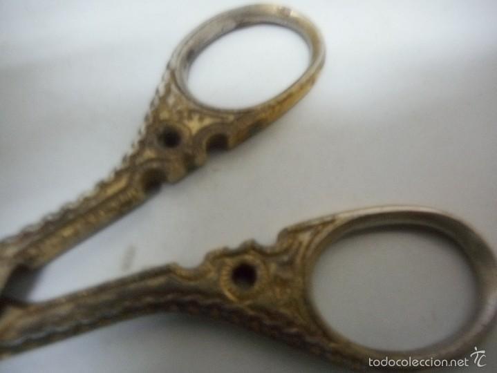 Antigüedades: antiguas y trabajadas tijeras con toledo escrito - Foto 2 - 57689259