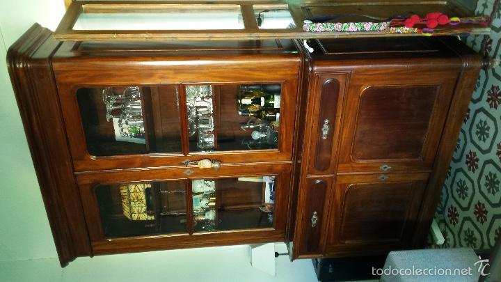 Alacena de madera de roble con vitrina de vidrio soplado segunda mano