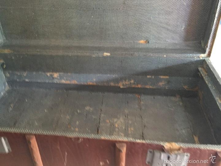 Antigüedades: Antiguo baúl polipiel marrón y madera - Foto 4 - 57724281