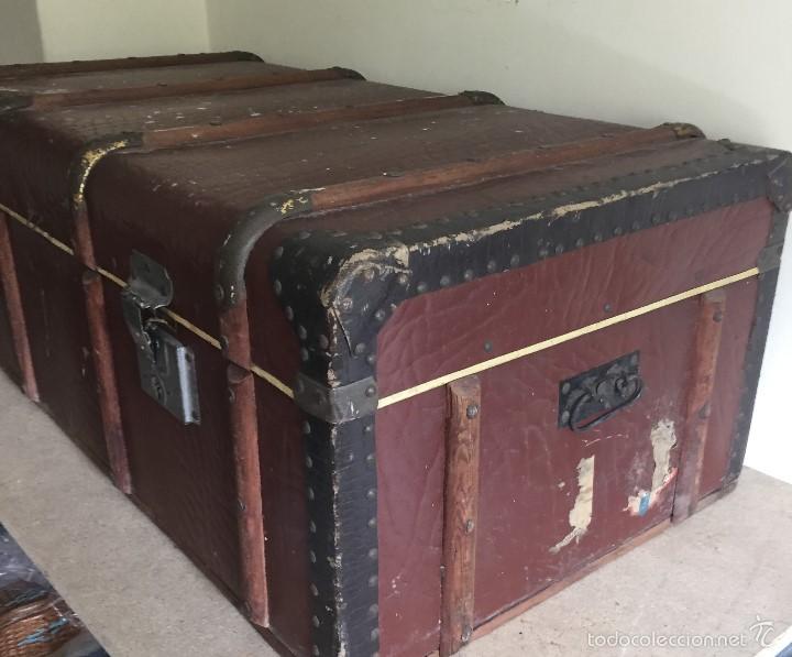 Antigüedades: Antiguo baúl polipiel marrón y madera - Foto 10 - 57724281
