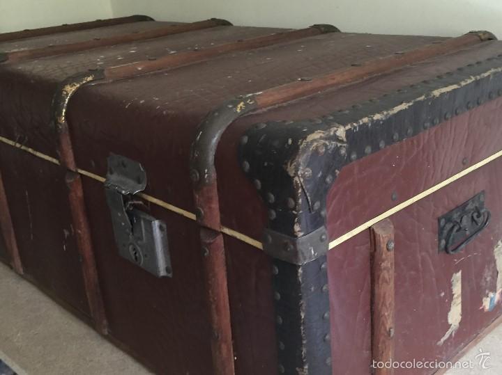 Antigüedades: Antiguo baúl polipiel marrón y madera - Foto 11 - 57724281