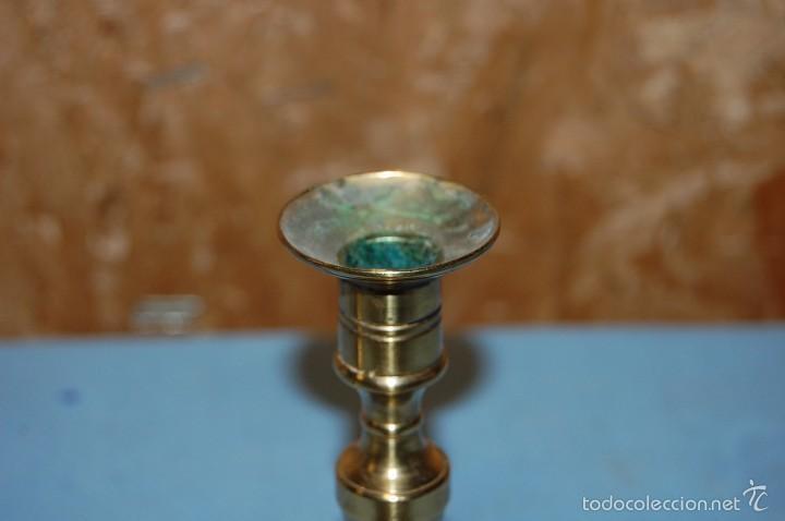 Antigüedades: PAREJA PORTAVELAS CANDELABROS EN METAL - Foto 3 - 57743305