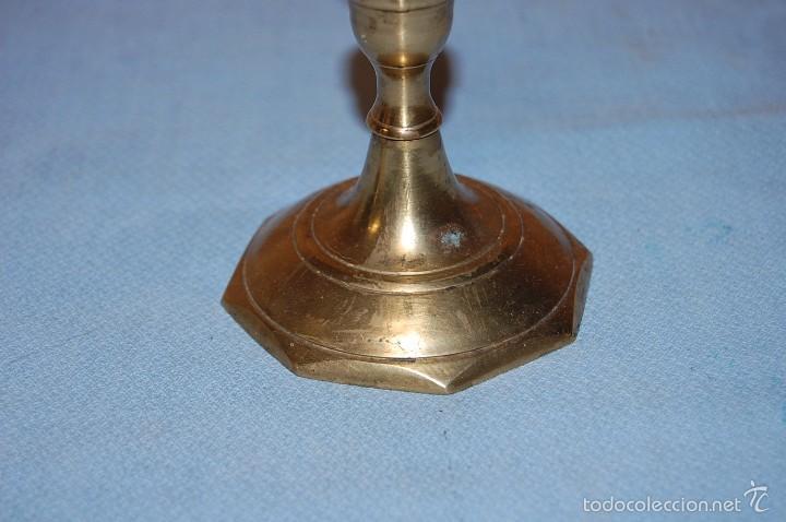 Antigüedades: PAREJA PORTAVELAS CANDELABROS EN METAL - Foto 4 - 57743305
