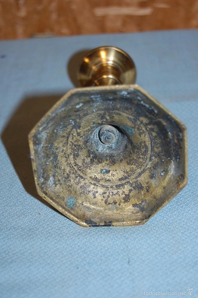 Antigüedades: PAREJA PORTAVELAS CANDELABROS EN METAL - Foto 5 - 57743305