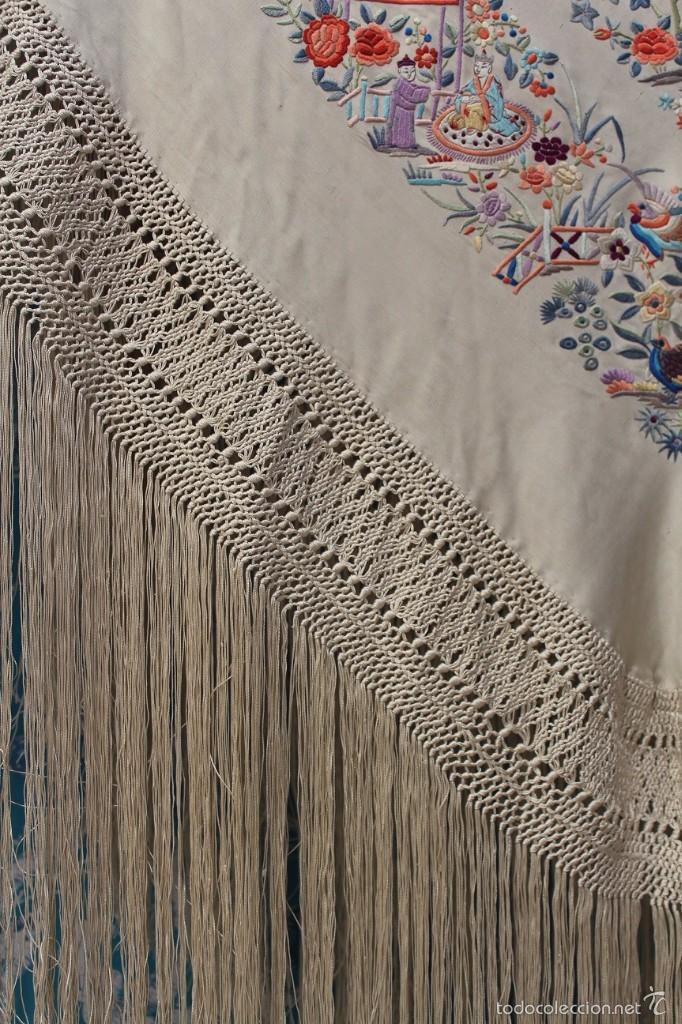 Antigüedades: Mantón de Manila de seda natural bordado a mano antiguo y muy bien conservado. (M.ANT-14) - Foto 2 - 57749439