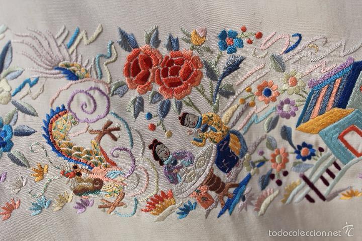Antigüedades: Mantón de Manila de seda natural bordado a mano antiguo y muy bien conservado. (M.ANT-14) - Foto 3 - 57749439