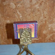 Antigüedades: CENICERO GUARDA FÓSFOROS EN METAL DORADO HACIA 1920. Lote 57750278