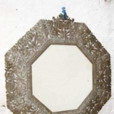 Antigüedades: ESPEJO MUY ANTIGUO EN CHAPA PLATEADA CIRCA 1920 IDEAL DECORACION VINTAGE . Lote 57767391