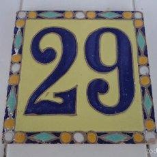 Antigüedades: ANTIGUO AZULEJO DE PARED.NUMERO 29.CUERDA SECA.CERAMICA SANTA ANA.TRIANA.SEVILLA.AÑOS 30,40. Lote 57796628
