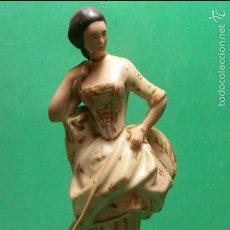 Antigüedades: PRECIOSA Y ANTIGUA FIGURA DE DAMA ÉPOCA ISABELINA 1860-70 PORCELANA ORO. Lote 57815236