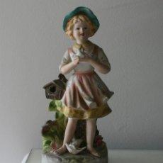 Antigüedades: ANTIGUA FIGURA PORCELANA O CERAMICA DE UNA PRECIOSA NIÑA CON UNA PALOMA EN LA MANO - MADE IN JAPON . Lote 57831777