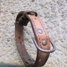 Antigüedades: COLLARIN VACUNO EN GRUESA BADANA COSIDA DE DOBLE CAPA Y CAMPANA DE METAL + INFO. Lote 57849301