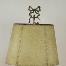 Antigüedades: LAMPARA DE SOBREMESA. METAL PLATEADO. VALENTI. PANTALLA DE PIEL. CIRCA 1950. . Lote 57865978