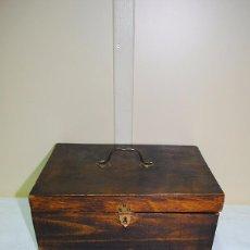 Antigüedades: CAJA ANTIGUA DE MADERA CON COMPARTIMENTOS INTERIORES. Lote 57870994