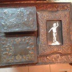 Antigüedades: CONJUNTO ESCRIBANÍA EN CUERO REPUJADO. Lote 57871106