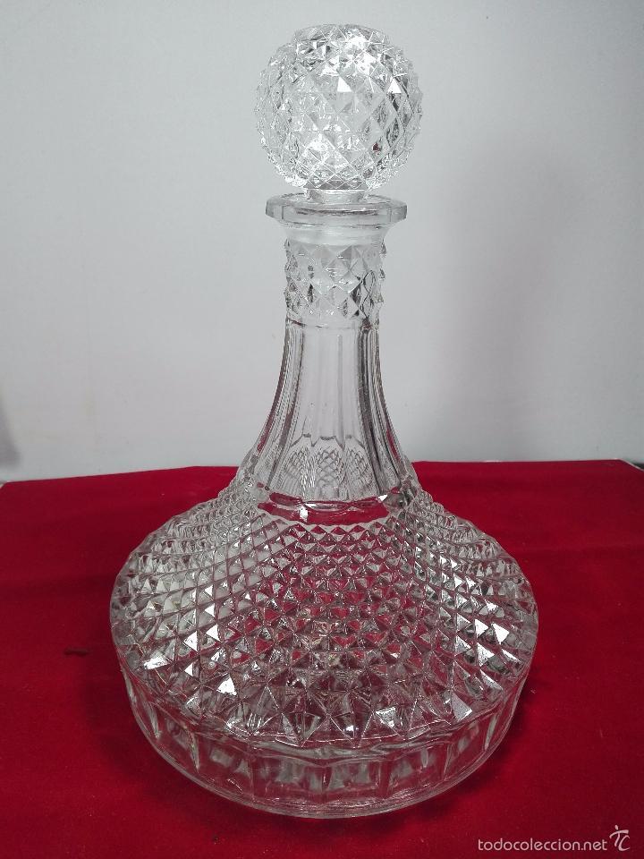 BONITA LICORERA DE CRISTAL DE CHECOSLOVAQUIA O SIMILAR - POCO COMÚN - 27 CM. - (Antigüedades - Cristal y Vidrio - Baccarat )