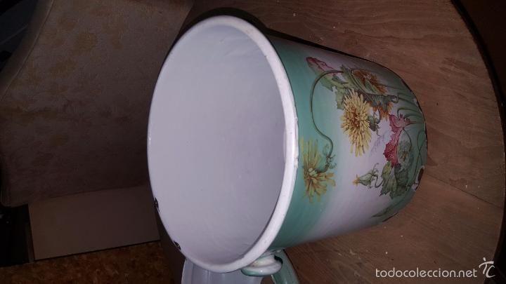 Antigüedades: Original orinal de metal con dibujo de flores de principios de s. XX. Con tapa. - Foto 4 - 51787470