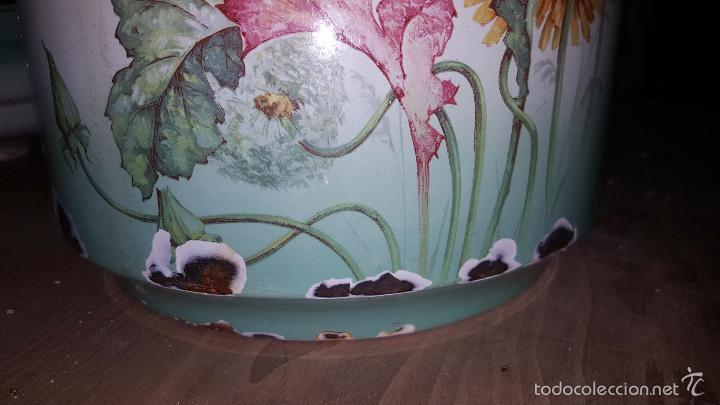 Antigüedades: Original orinal de metal con dibujo de flores de principios de s. XX. Con tapa. - Foto 5 - 51787470