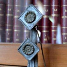 Antigüedades: ANTIGUA Y SINGULAR LAMPARA DE ACEITE * CANDIL * LUCERNA DE HIERRO PARA COLGAR Y CON TAPA. Lote 57891171