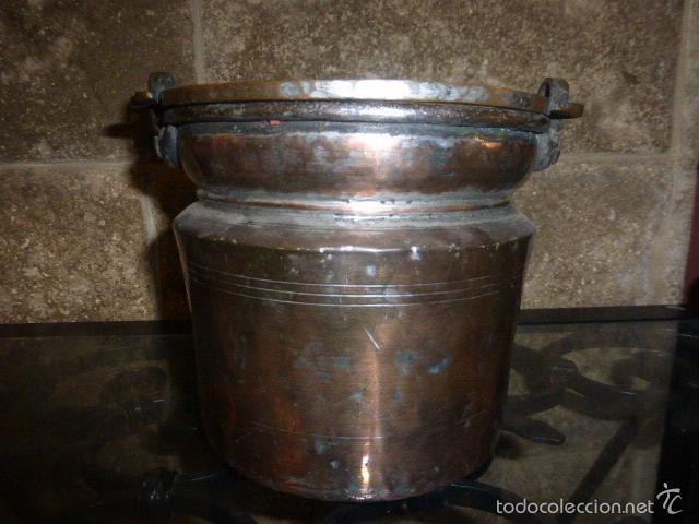 Antigüedades: ANTIGUO CUBO O CALDERO DE COBRE CON EL ASA DE HIERRO - Foto 2 - 57902359