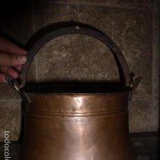 Antigüedades: ANTIGUO CUBO O CALDERA DE COBRE CON EL ASA DE HIERRO . Lote 57902496