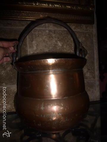 ANTIGUO CUBO O CALDERA DE COBRE CON EL ASA DE HIERRO (Antigüedades - Técnicas - Rústicas - Utensilios del Hogar)