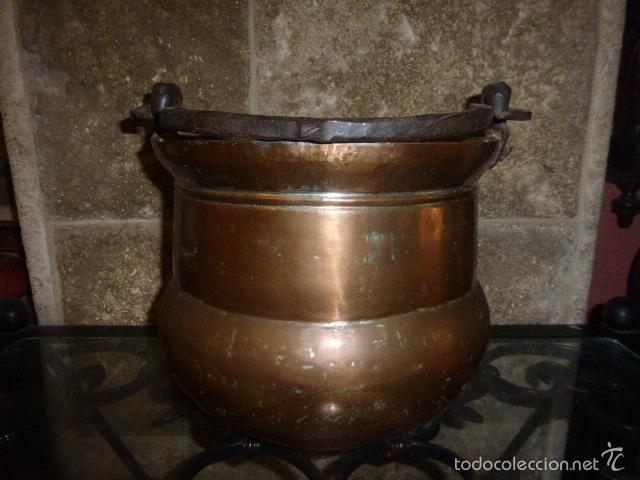 Antigüedades: ANTIGUO CUBO O CALDERA DE COBRE CON EL ASA DE HIERRO - Foto 2 - 57902618