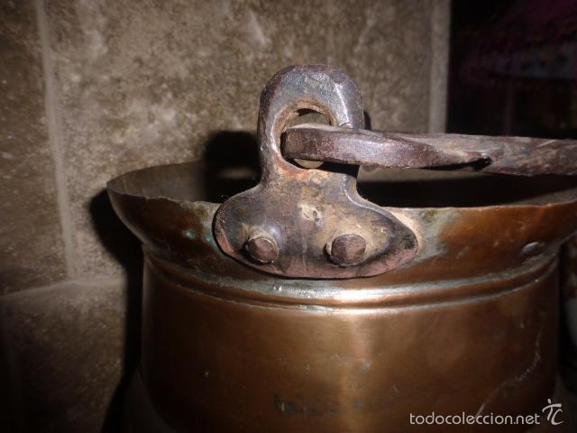 Antigüedades: ANTIGUO CUBO O CALDERA DE COBRE CON EL ASA DE HIERRO - Foto 3 - 57902618