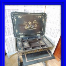 Antiques: MAGNIFICO SECRETER ESCRITORIO COSTURERO DECORADO CON LACA CHINA Y DORADA. S. XIX. Lote 57903436