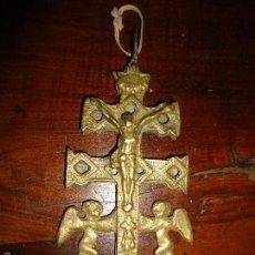 Antigüedades: ANTIGUA CRUZ DE CARAVACA BRONCE 17 CM. Lote 57930447