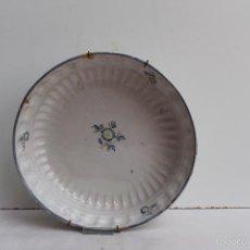 Antigüedades: PLATO HONDO GALLONADO DE ALCORA SIGLO XVIII. Lote 57935450